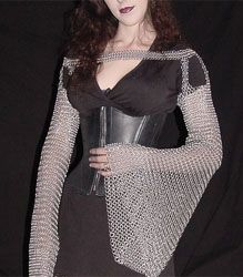 love this idea of chain mail sleeves Chainmaille, Ideas Geniales, Fantasy Costumes, Renaissance Fair, Larp, Costume Accessories, Costume Design, Dress Up, Female