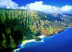 Na Pali Coast, Kauai Hawaii. The most eco-friendly ways (and for me the most fun) to see the cliffs, valleys, waterfalls and beaches and flora and fuana of this magnificent coast are by foot and/or boat. Oh The Places You'll Go, Places To Travel, Places To Visit, Hidden Places, Travel Destinations, Kauai Hawaii, Hawaii Pics, Hawaii Travel, Maui