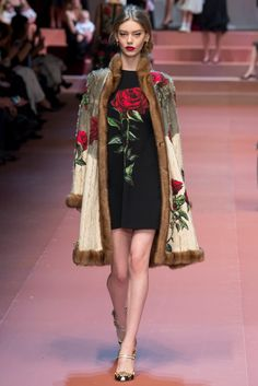 See the complete Dolce & Gabbana Fall 2015 Ready-to-Wear collection.
