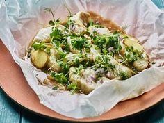 Når kineserne tilbereder fisk«xian»(鲜),er detfersk fisk og bevaring av fiskens opprinnelige smak som gjelder.Derfor har kokken kun lov til å bruke noen få krydder eller smakstilsetninger, men du verden somdet dufter og smaker likevel. Camembert Cheese, Dairy, Food, Eten, Meals, Diet