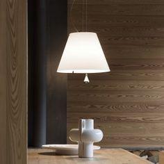 Mit ihrer eleganten zeitlosen Optik und flexiblen Einsatzmöglichkeiten überzeugt die Pendelleuchte Costanza von Luceplan. La Sede, Led Lampe, Aluminium, Applique, Table Lamp, Lighting, Interior Design, Costanza, Home Decor