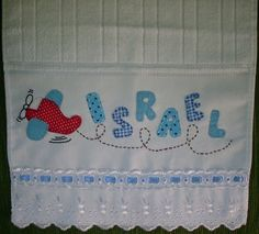 Toalhinha de mão patchcolagem | Cida Artes | Flickr Cushions, Pillows, Baby Crafts, Baby Decor, Burp Cloths, Baby Quilts, Kids Room, Patches, Cross Stitch