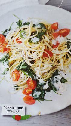Pasta mit Blattspinat und Tomaten