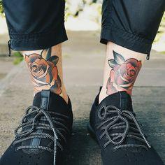 my favourite tattoos so far. #tattoo #tattoolife #leg #feet #roses #red #orange #cortica #sneakers #publish #pants #streetwear