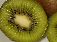 Kiwi's Kiwi, Small Spoon, Eat, Food, Medium, Step By Step, Types Of, Health Foods, Healthy Living