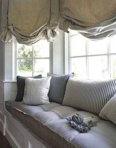 Bay window and window seat! I want one!
