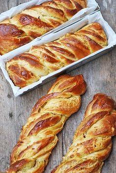Breads 445082375656135218 - 400 × 598 pixels Source by elisabethbreton Bread And Pastries, Breakfast Recipes, Dessert Recipes, Masterchef, Fancy Desserts, Snacks Für Party, Artisan Bread, Sweet Bread, Bread Baking