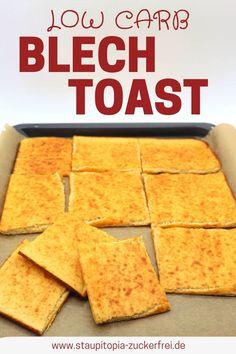 Du möchtest Low Carb Toast zum Frühstück genießen? Das Low Carb Brot Rezept, das du suchst, sollte sich schnell und einfach zubereiten lassen? Zudem möchtest du dein Low Carb Brot am liebsten auf Vorrat backen? Dieses Rezept für ein Low Carb Toastbrot vom Blech ist die Lösung! #lowcarbbrot #rezept #vorrat #glutenfrei #brot #ohnekohlenhydrate