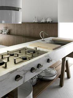 Plan de travail en marbre sur des tréteaux en bois. + de photos > http://www.homelisty.com/plan-de-travail-cuisine-en-71-photos-idees-inspirations-conseils/