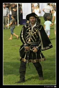 Renaissance mens costume, made by Angela Mombers
