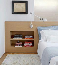 Cabeceira da cama com nichos