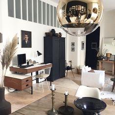Au programme, visite de l'élégante maison noir et blanc de Florence Bouvier, une des grandes figures de la décoration et de la brocante à Lyon.