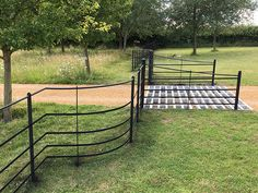 Beautiful, bespoke solid steel park fencing, gates & posts for East Anglia. Made by craftsmen, installed by experts. Driveway Border, Driveway Fence, Fence Landscaping, Fence Gate, Driveway Ideas, Gates And Railings, Country Fences, Farm Gate, Garden Fencing