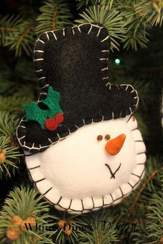 Felt snowman ornament Whine, Dine and Design: Timeless Felt Christmas Ornaments Snowman Christmas Decorations, Christmas Ornaments To Make, Felt Decorations, Christmas Sewing, Felt Ornaments, Christmas Snowman, Felt Crafts, Handmade Christmas, Holiday Crafts