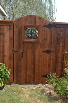 Wonderful Wooden fence door,Privacy fence quarter acre and Modern fence gate design. Wood Fence Gates, Wood Privacy Fence, Privacy Fence Designs, Fence Doors, Bamboo Fence, Wooden Fences, Diy Fence, Wood Decks, Timber Fencing