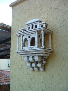 Bu korunaklı yuvalar İstanbul başta olmak üzere, Edirne' den tüm Anadolu' ya kadar pek çok yerde örneklerine rastlanılmıştır.