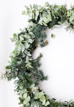 We came across a lot of beautiful and inspiring holiday decorations that we would like to share with you. It might get you (and us) into the right mood.