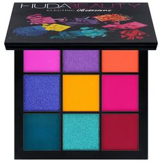 Beauty guru and entrepreneur Huda Kattan blends her makeup expertise and with her debut Huda Beauty Eyeshadow Palette - Rose Gold Edition. Instantly bring light and warmth to your look with Huda's go-to palette. Huda Beauty Eyeshadow, Matte Eyeshadow, Beauty Makeup, Hair Beauty, Eyeshadow Basics, Eyeliner, Mascara, Eyebrow Makeup, Face Makeup