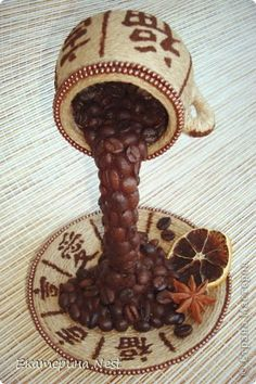 Coffee Art, Coffee Cups, Anti Gravity Cake, Jute, Flower Arrangements, Tea Pots, Decoupage, Projects To Try, Diy Crafts