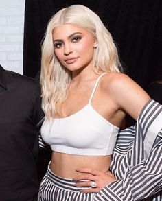 11 shades of platinum blonde you will love - Kylie Jenner White platinum blonde hair color - Platinum Blonde Hair Color, White Blonde Hair, Kardashian, Protective Hairstyles, Kendall And Kylie Jenner, Kylie Jenner Hair Blonde, Summer Hairstyles, Celebs, Hair Styles