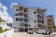 Cascais, Rua Dom António Castelo Branco. Apartamento T1 com garagem e arrecadação, para obras. Vendido em Julho de 2015 por 95 mil euros. Vendido por Diogo Neto.