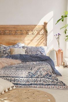 Discover new ideas for Moroccan decor and interior style, from rustic and bright to calm and sophisticated. This global interior design style is perfect. bedroom furniture head boards Moroccan Decor: 4 New Ways - Decorator's Notebook Home Bedroom, Master Bedroom, Bedroom Ideas, Bedroom Furniture, Bedroom Designs, Furniture Plans, Modern Bedroom, Kids Furniture, Modern Bohemian Bedrooms