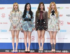 05fd19f7a0 170222 BLACKPINK   2017 Gaon Chart Music Awards Blackpink Fashion