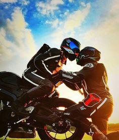 @paulsen0179 Motocross Couple, Biker Couple, Motorcycle Couple, Motorcycle Suit, Motorbike Girl, Wedding Couple Poses Photography, Motorcycle Photography, Biker Love, Biker Girl