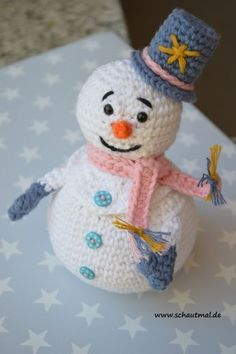 Crochet snowman container needs translation Diy Crochet Amigurumi, Crochet Snowman, Crochet Diy, Amigurumi Doll, Amigurumi Patterns, Crochet Crafts, Yarn Crafts, Crochet Projects, Crochet Winter