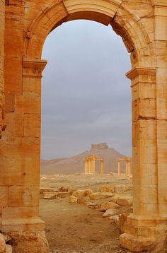 Arch of Triumph before its destruction, Palmyra, Syria 2011 308 - Rianon Kitching Wallpaper Paisajes, Palmyra Syria, Roman City, Kairo, Ancient Ruins, Archaeological Site, Ancient Architecture, World Heritage Sites, Sri Lanka