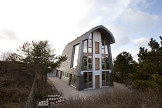Crazy Little Beach House Emulates Tall, Narrow Sand Dunes