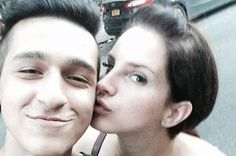 I absolutely love lana. Lana Del Rey Kissed A Load Of Her Fans In New York And It Was The Cutest Thing Ever