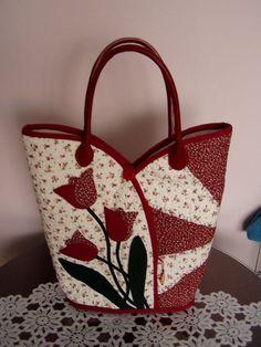 A selection of . An- Originelle Patchwork-Taschen. An Original patchwork bags. A selection of . Sacs Tote Bags, Quilted Tote Bags, Patchwork Bags, Denim Patchwork, Fabric Purses, Fabric Bags, Craft Bags, Denim Bag, Purse Patterns