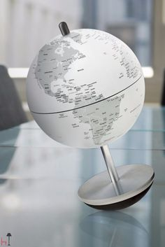 Swing is an outstanding globe of the Atmosphere collection.