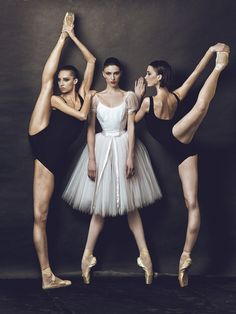 randombeautysls:  balanceandperfection:  Pure ballet blog!  randombeautysls: such a great image. does anyone have the photo credits?