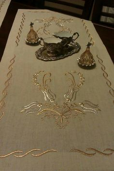 Sim sarma Formal Dining Set, Goldwork, Hand Embroidery Designs, Bargello, Bed Covers, Table Linens, Pedi, Machine Embroidery, Needlework