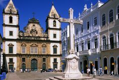Soak up the heritage within the Pelourinho Plaza of Salvador de Bahia in Brazil Salvador, Portugal, Brazil Carnival, Amazing Race, Medieval Castle, Kirchen, Amazing Architecture, Historical Sites, Travel Guides