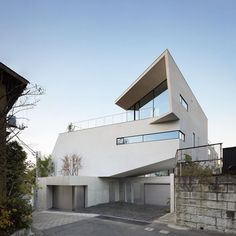 These two Tokyo homes by Japanese architect Takato Tamagami are tangled around each other. N-House features pointed overhangs balcony terraces and a rooftop garden with an overbearing ceiling. If you enjoyed our roundup of Tokyo houses visit dezeen.com/tag/tokyo #architecture #house #Tokyo by dezeen