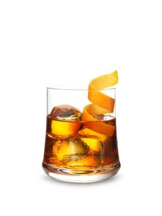 To achieve a perfect cognac cocktail, mix a teaspoon of sugar in bitters with a splash of water. Pour Hennessy cognac, fill the glass with ice, and stir: your cocktail is ready!