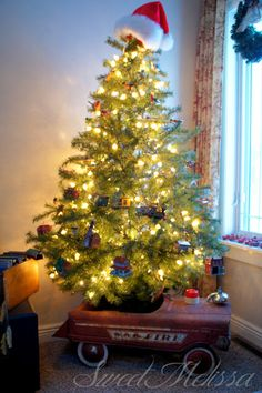 Love the look without a Christmas Tree Skirt - Vintage Christmas at JunkFest blog