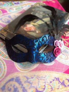 Confessions of a Chronic Crafter: Another recycling project: masquerade mask