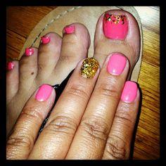 Summer fun, Summer Bling!! :) (Coral gel nail & Gold glitter)