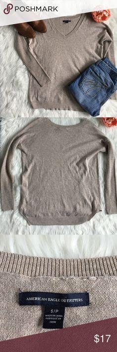 American Eagle Sweater 🦅 Khaki American Eagle slouchy sweater. EUC. No snags. American Eagle Outfitters Sweaters V-Necks