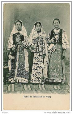 Stamps, coins and banknotes, postcards or any other collectable items are on Delcampe! Folk Costume, Costumes, Ukraine, Hand Embroidery, Ethnic, Textiles, Culture, Traditional, Painting
