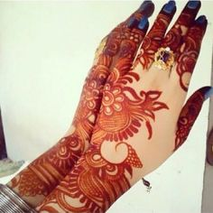 Arabic Mehndi designs are known for their striking color and bold pattern. The best thing about Arabic Mehndi design is that they are very Kashee's Mehndi Designs, Round Mehndi Design, Modern Henna Designs, Latest Henna Designs, Floral Henna Designs, Simple Arabic Mehndi Designs, Mehndi Designs For Beginners, Wedding Mehndi Designs, Mehndi Design Pictures