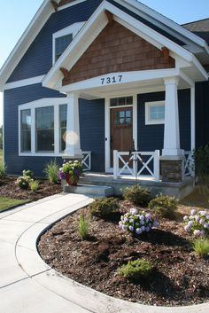 Best exterior paint color combinations Ideas – DECOR IT'S Black House Exterior, Exterior Paint Colors For House, Paint Colors For Home, Craftsman Exterior Colors, Craftsman Style, Blue House Exteriors, Vinyl Siding Colors, Siding Colors For Houses, Home Exteriors