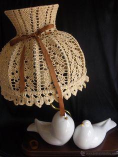 Preciosa lámpara años 70 en porcelana con figuras de palomas muy vintage - leer
