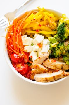 Roasted Golden Beet & Broccoli Salad Bowl with Chicken and Wish-Bone Italian Salad Dressing - This easy to make salad bowl is packed with nutrients and so delicious! Packed with vegetables your body will thank you. #ad