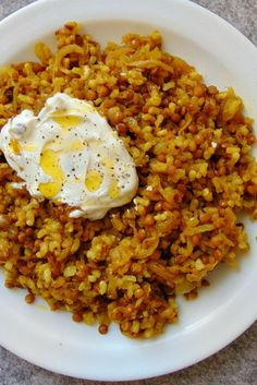 Rice with lentils and caramelized onions - Tasty details Recipe - Rice with lentils and caramelized onions (Mujadara) Accompanied with Greek yogurt - Lentil Recipes, Veggie Recipes, Mexican Food Recipes, Real Food Recipes, Vegetarian Recipes, Cooking Recipes, Fast Recipes, Recipes Dinner, Healthy Recepies