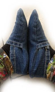 muntaipale - fabrics and sewing fun: DIY: slippers from jeans - sewing instructions 💙 Sewing Hacks, Sewing Tutorials, Sewing Crafts, Jean Crafts, Denim Crafts, Sewing Patterns Free, Free Sewing, Recycle Jeans, Diy Jeans